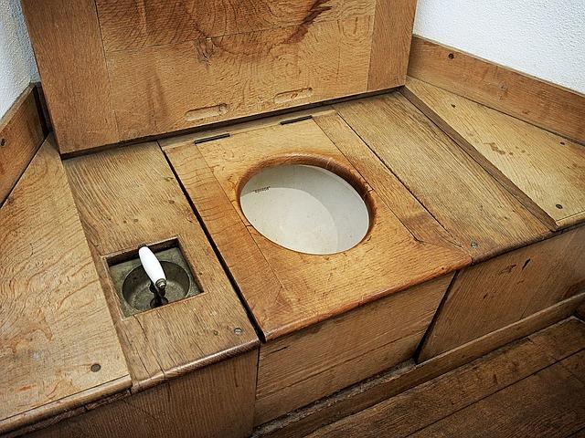 privada de madeira