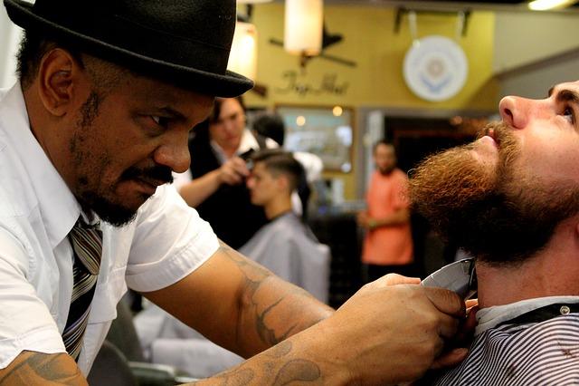 barbeiro trabalhando