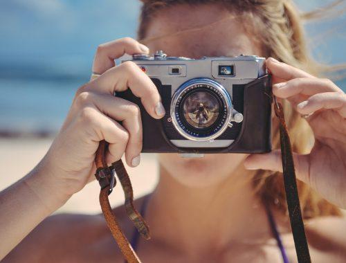 mulher com camera